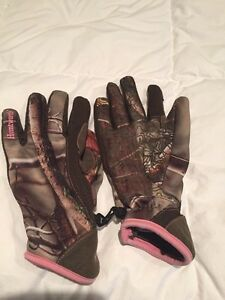 Ladies camo fleece lined gloves by Huntworth