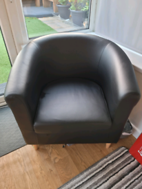 ** BARGAIN ** Tub Sofa & Chair