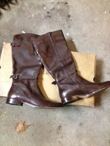 Women's LL Bean brown leather boots size 11