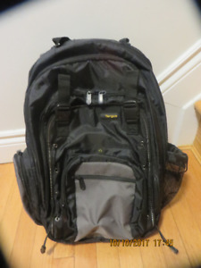 NEW:  TARGUS very light with lots of pocket Computer BackpackNEW