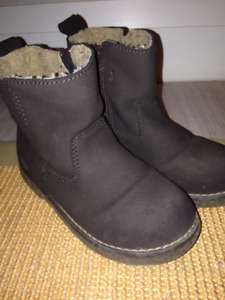 Girls Brown Faux-Suede Boots from the GAP Size 11