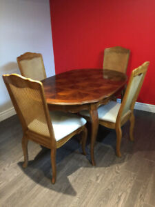 Extendable Dining Table and Chairs/ Solid Wood Dining Set