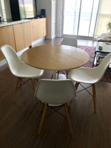 "Mid-Century Saarinen-Style Dining Table 36"" and Dining Chairs"