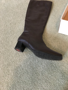 Women's Size 8 Italian Leather Boots