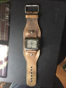 Guess watch 50$ was 165$  it's working new battery London Ontario image 2