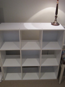 Bibliothèque/étagère blanche