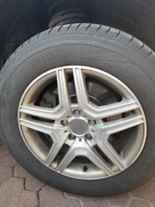 235/60R17 winter tires + mags for sale/ pneus hiver à vendre