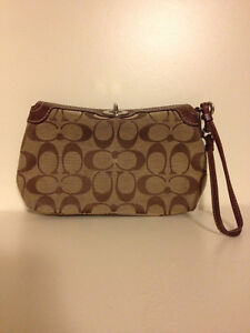 AUTHENTIC COACH CLUTCH 10/10 condition