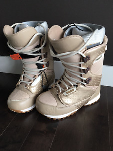 "Snowboarding Boots ""32 Lashed""  - Ladies 7.5"