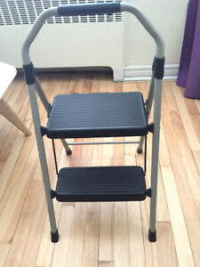 Step ladder in EXCELLENT condition, VERY STURDY