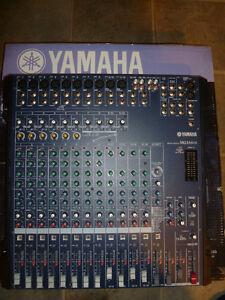 350$ - Console Yamaha - 16 entrées 6 busses avec Fx -Comme neuve