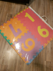 Puzzle mat alphabet and numbers