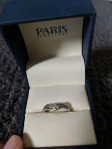Ring with 5 little diamonds