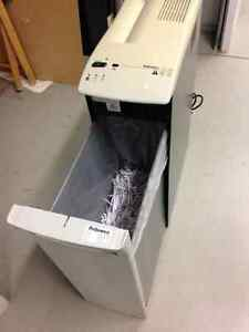 Fellowes C 120 paper shredder Cambridge Kitchener Area image 1