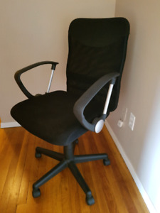 Sturdy Mesh office chair