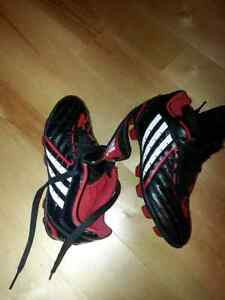 Soccer shoes  adidas size 13 child 4 to 7 London Ontario image 1