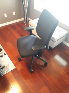 Black Swivel Computer Chair