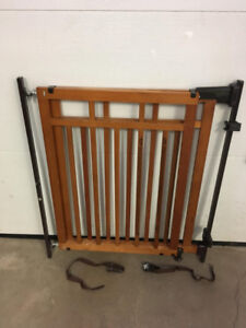 Baby Gate with banister kit