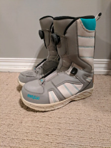 Kids Snowboard Boots - Size 6 - Boa System