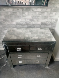 Mirrored chest of draws FREE DELIVERY IN LONDON