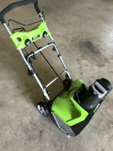 Snow Thrower - Greenworks 20""