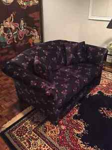 3-piece sofa, 3-piece table set vintage set 10/10 condition.