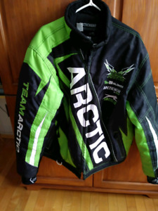 Manteau team arctic 2en1 arctic cat 400$