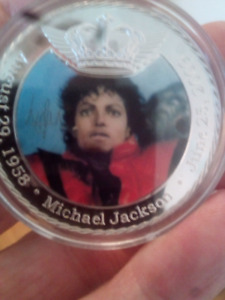 LARGE 40mm 1oz MICHAEL JACKSON COLORED COIN.
