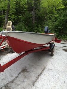 14FT ALUMINIUM BOAT TRAILER AND 15HP EVINRUDE OUTBOARD $1800