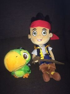 Toutou / peluche scully et jake de jake et les pirates