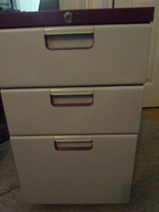 2 FILE CABINET VERY HIGH QUALITY