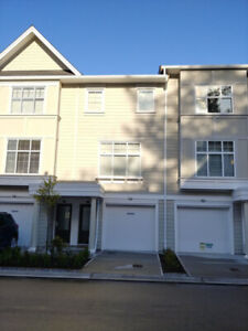 Beautiful *NEW* 3 Beds/ 2.5 Baths Townhouse in Abby/Aldergrove