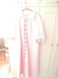 LEISURE LADY PINK BATHROBE MADE IN CANADA LOWER PRICE