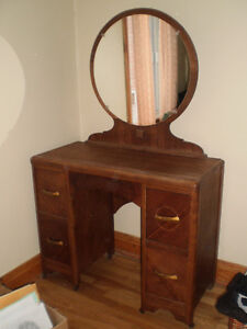 Retro Vanity with round mirror from 1930's
