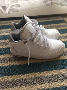 1 pair of Jordans Air Jordan Flight Origin 3 like new 9.5