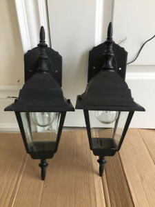 Exterior / Outdoor Wall Lantern / Lamp 17 x 6 inch with bulb $12