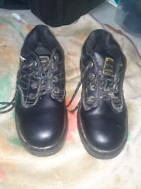 Dunlop men work boots size 8