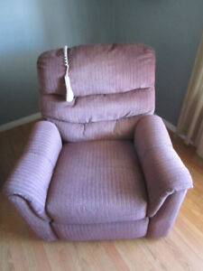 RECLINER LIFT CHAIR WITH HEAT AND MASSAGE FEATURE