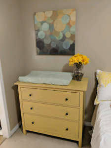 3-Drawer Dresser / Change Table