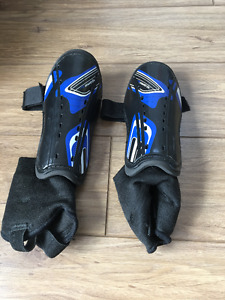 boys shinpads - size small