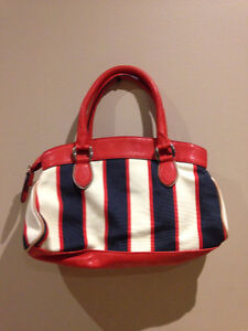 Guess Red/White/Blue Bag West Island Greater Montréal image 2
