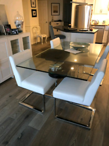 BEAUTIFUL GLASS TABLE AND WHITE LEATHER CHAIRS
