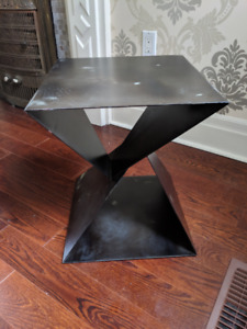 f6027b3fab39 elte inspired metal side table