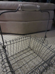 Wire Basket with Wooden Handle Kitchener / Waterloo Kitchener Area image 2