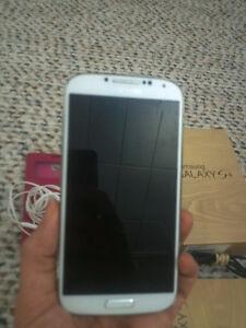 Samsung Galaxy S4 (LCD broken - NOT WORKING)