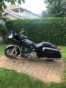 Harley Davidson 2017 RoadGlide spc ,noir , seulement 7896 km