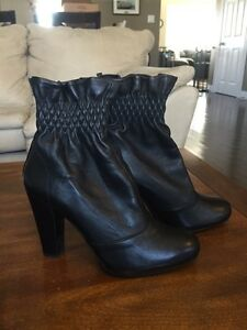 Ladies size 9 Stuart Weitzman leather boots, new in box!$450 new