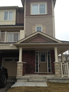 NEW END UNIT TOWNHOUSE NEAR 407 & SIMCOE ST. N