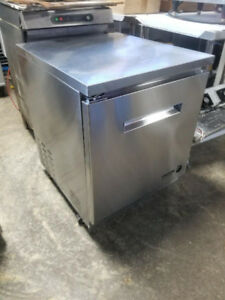 SINGLE DOOR UNDERCOUNTER COOLER ( MINT CONDITION )