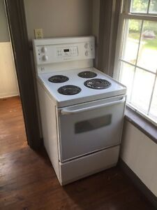 Apartment size stove